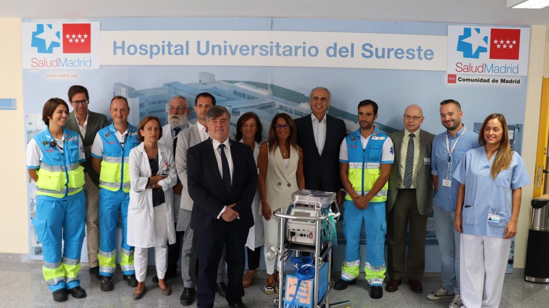 El consejero Ruiz Escudero con el personal del hospital