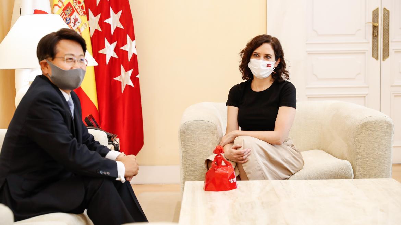 Isabel Díaz Ayuso durante su reunión con el embajador de República de Corea