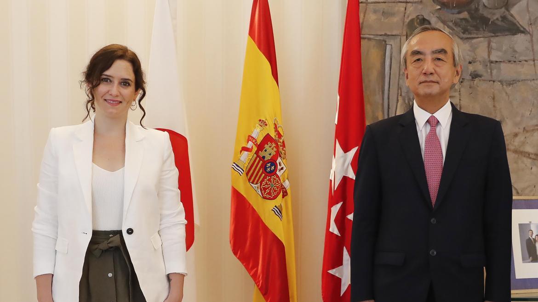 Isabel Díaz Ayuso durante la reunión con el embajador nipón, Kenji Hiramatsu