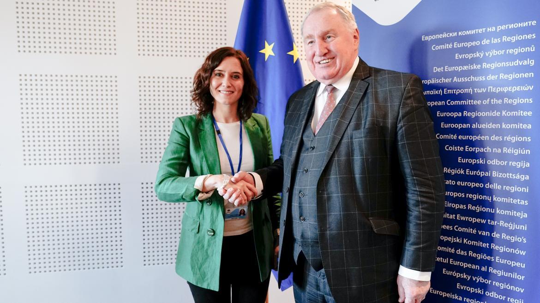 Isabel Díaz Ayuso durante la reunión con el presidente del Comité de las Regiones, Karl-Heinz Lambertz