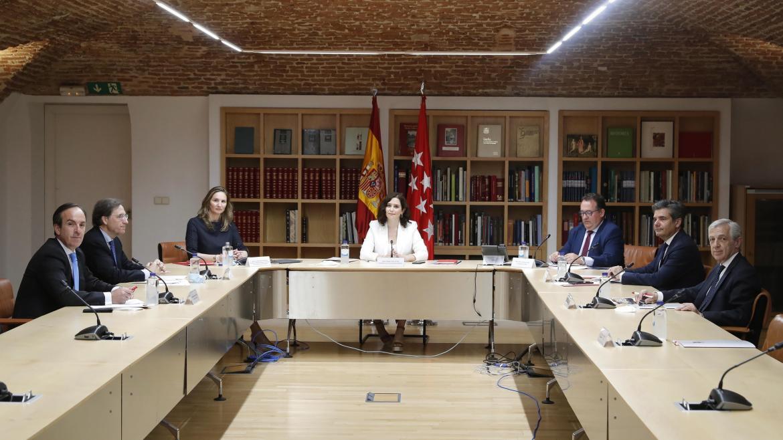 Isabel Díaz Ayuso durante la reunión con la Plataforma Juntos por la Hostelería