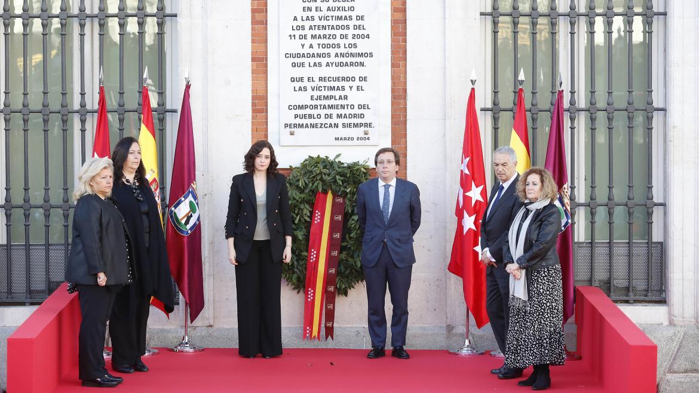 Isabel Díaz Ayuso y José Luis Martínez Almeida durante el homenaje a las víctimas del 11-M en el 16º aniversario de los atentados