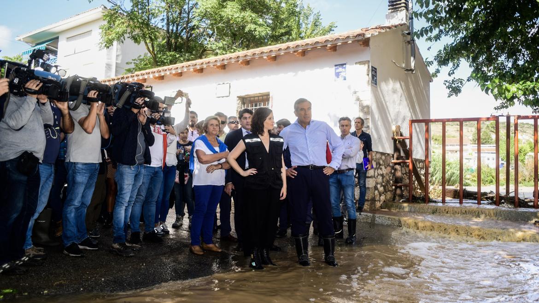 Imagen de Díaz Ayuso en Villar del Olmo para evaluar los daños sufridos por las lluvias del fin de semana
