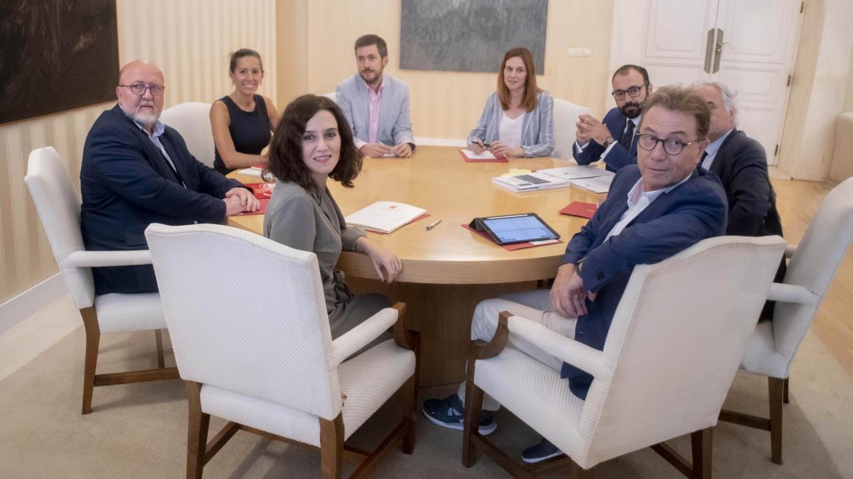 Imagen de Isabel Díaz Ayuso reunida con representantes empresariales y sindicatos