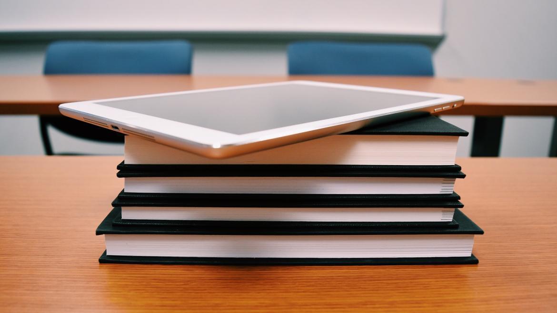 Tablet sobre libros