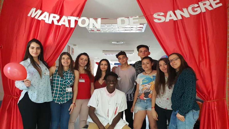 Donantes de sangre y profesionales del Hospital Severo Ocha durante el maraton de donación de sangre 2018