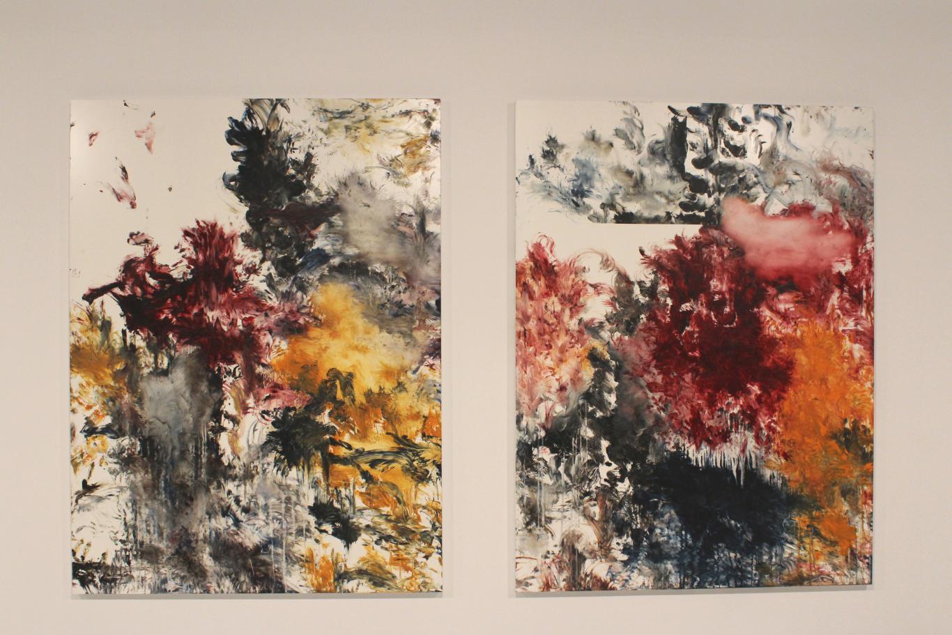 Dos cuadros con manchas abstactas del pintor Carlos León