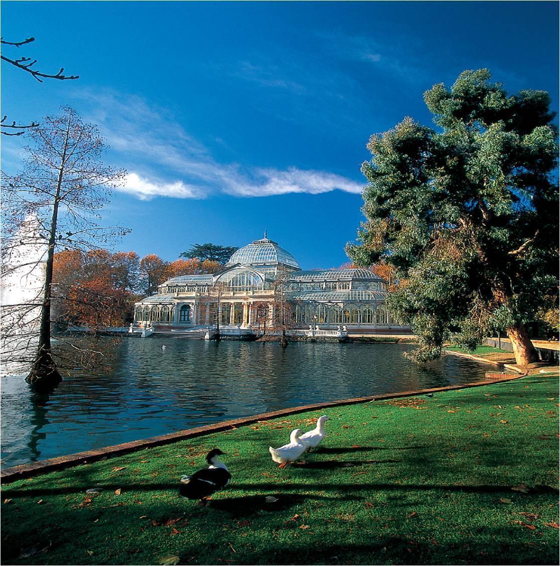 El lago del Palacio de Cristal