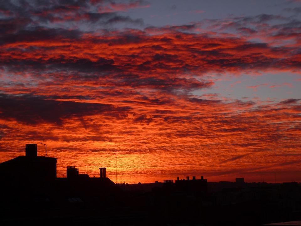 Cielos anaranjados y rojos