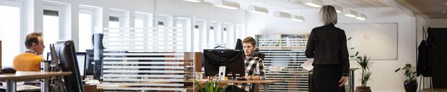 Imagen de espacio de trabajo en oficina