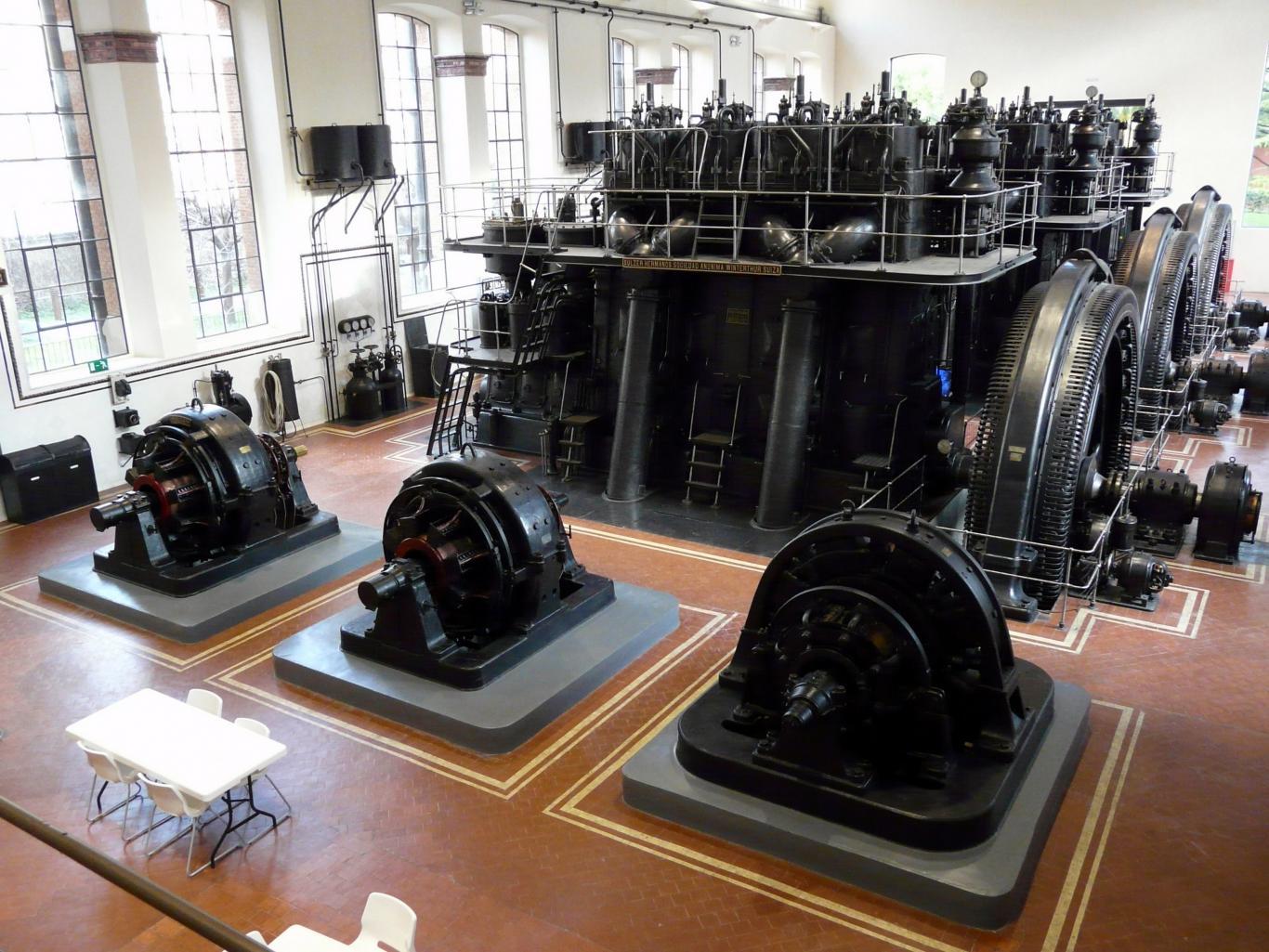 La Nave de Motores columna izquierda Imagen