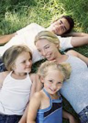Foto familia en el campo