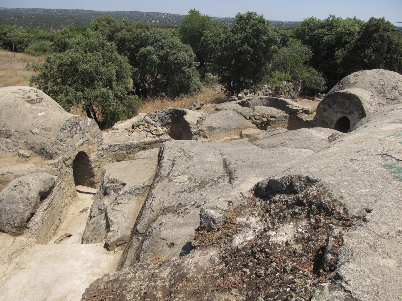 Imagen de vista general de los fortines y los pozos de tirador de la posición Calvario