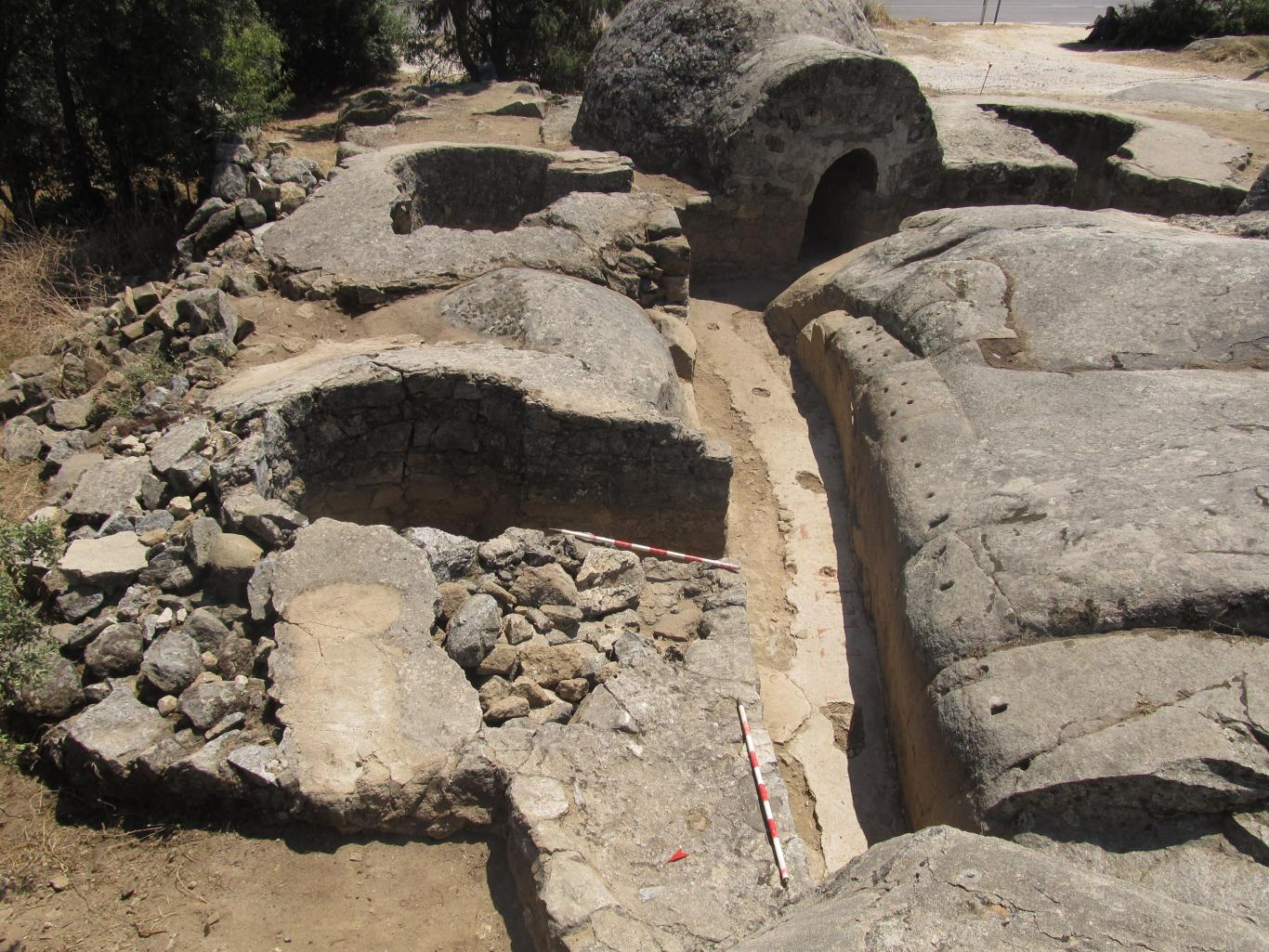 Imagen de pozos de tirador, fortín y trinchera de conexión en posición Calvario