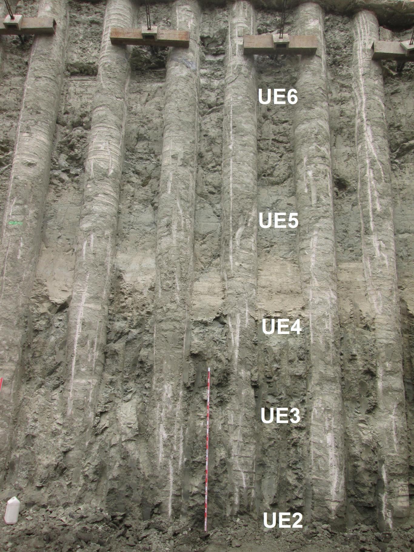 Imagen de perfil estratigráfico en la esquina oeste