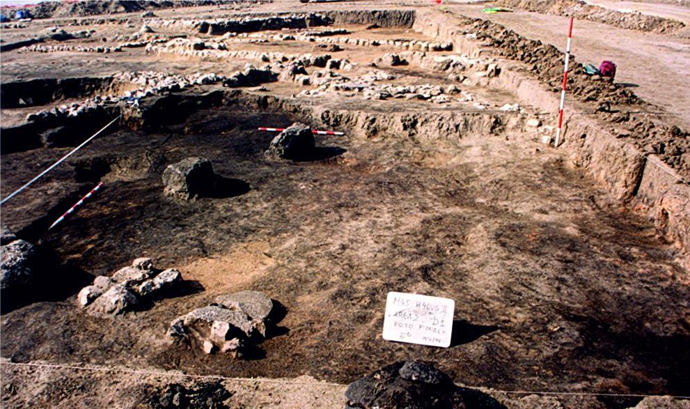 Imagen de Excavación arqueológica de un área de granero del yacimiento de la Fuente de la Mora