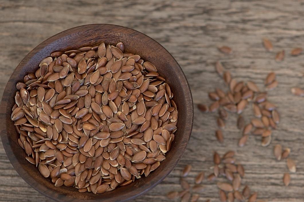Cuenco con semillas de lino