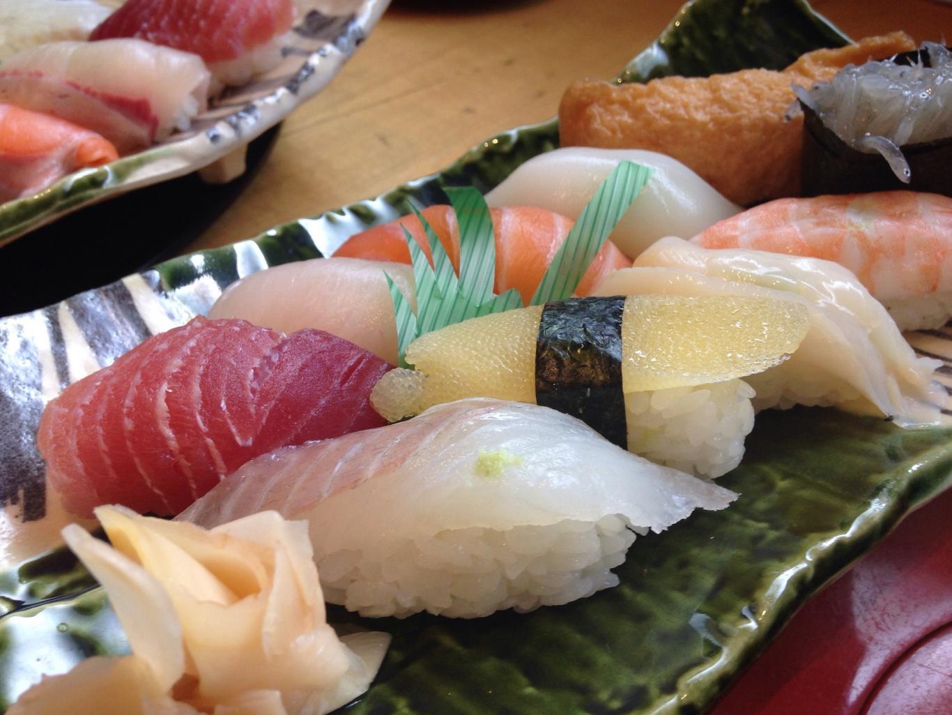 Sushi y nigiri variado