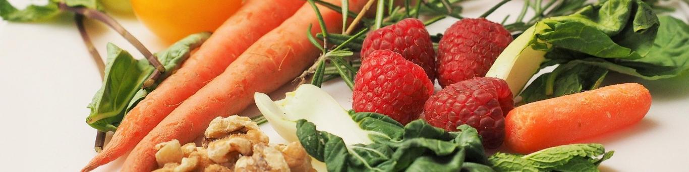 conjunto de vegetales en mesa blanca