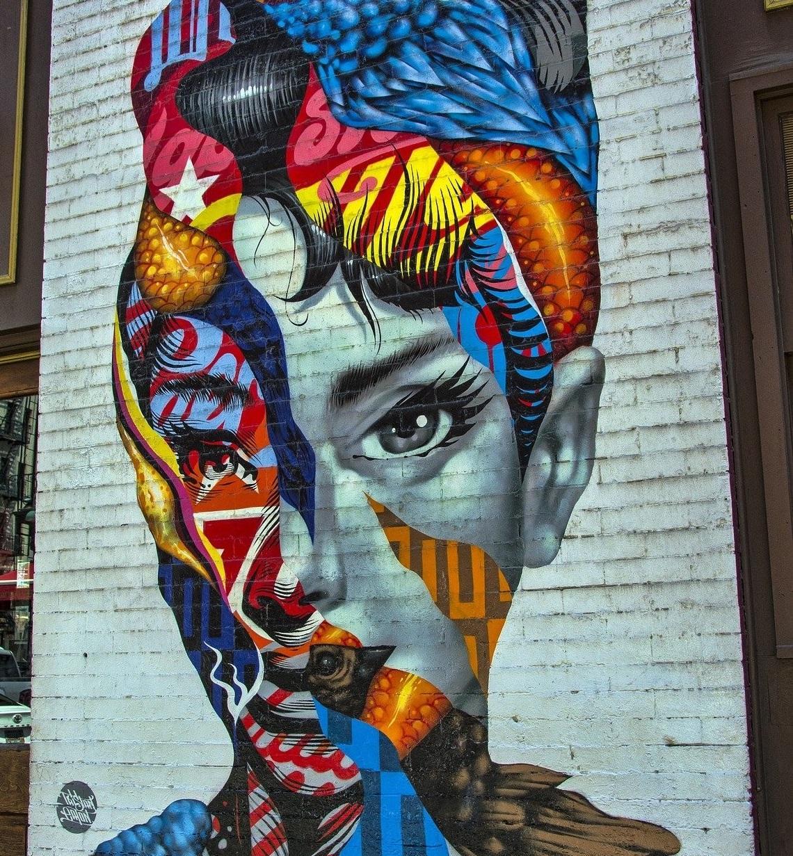 grafitti en pared mujer