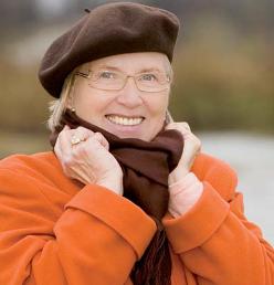 Señora mayor con abrigo