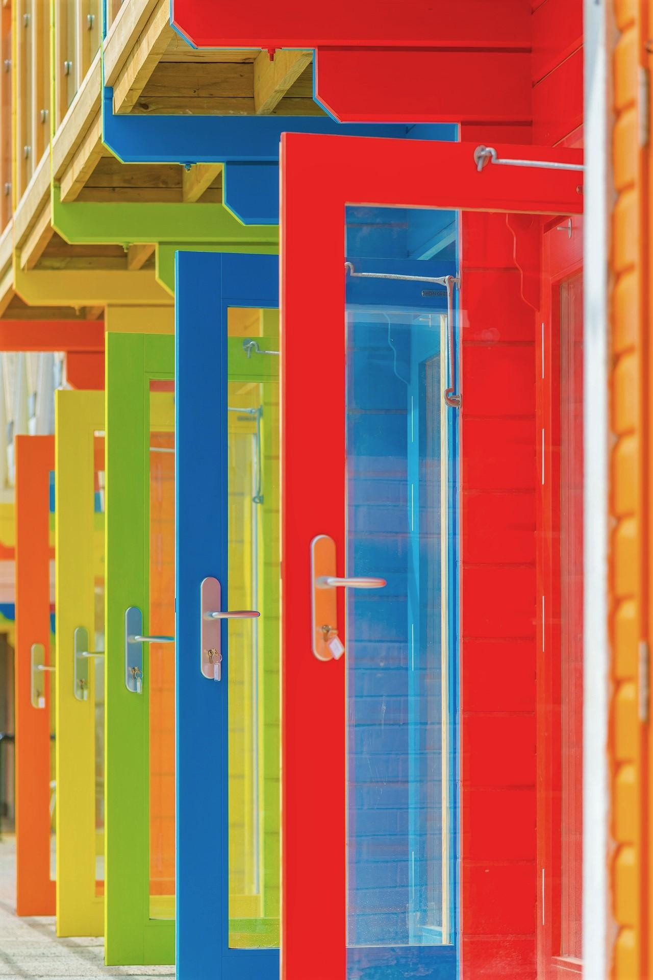Puertas abiertas de colores