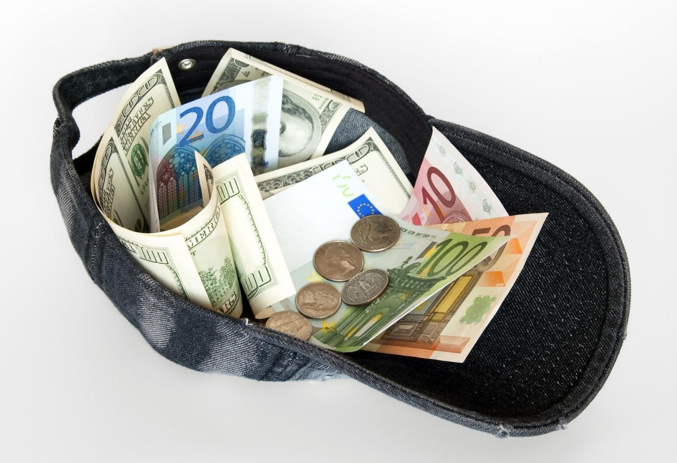 gorra con monedas