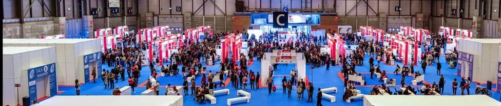 Panoramica de la XII Feria de empleo para personas con discapacidad y V Foro de activación del empleo con stand organizador de la Comunidad de Madrid en primer plano