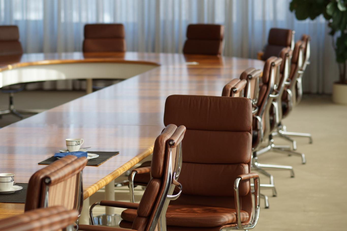 Sillones en una sala de reuniones
