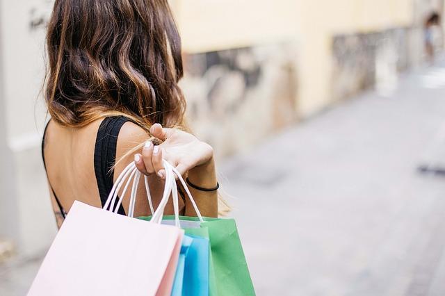 Imagen de una mujer de compras