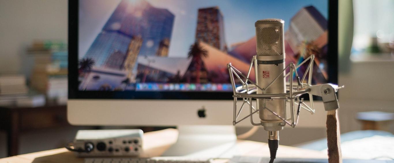 Ordenador y micrófono