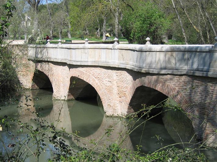 Imagen del puente de la Culebra, sobre el arroyo Meaques, en la Casa de Campo