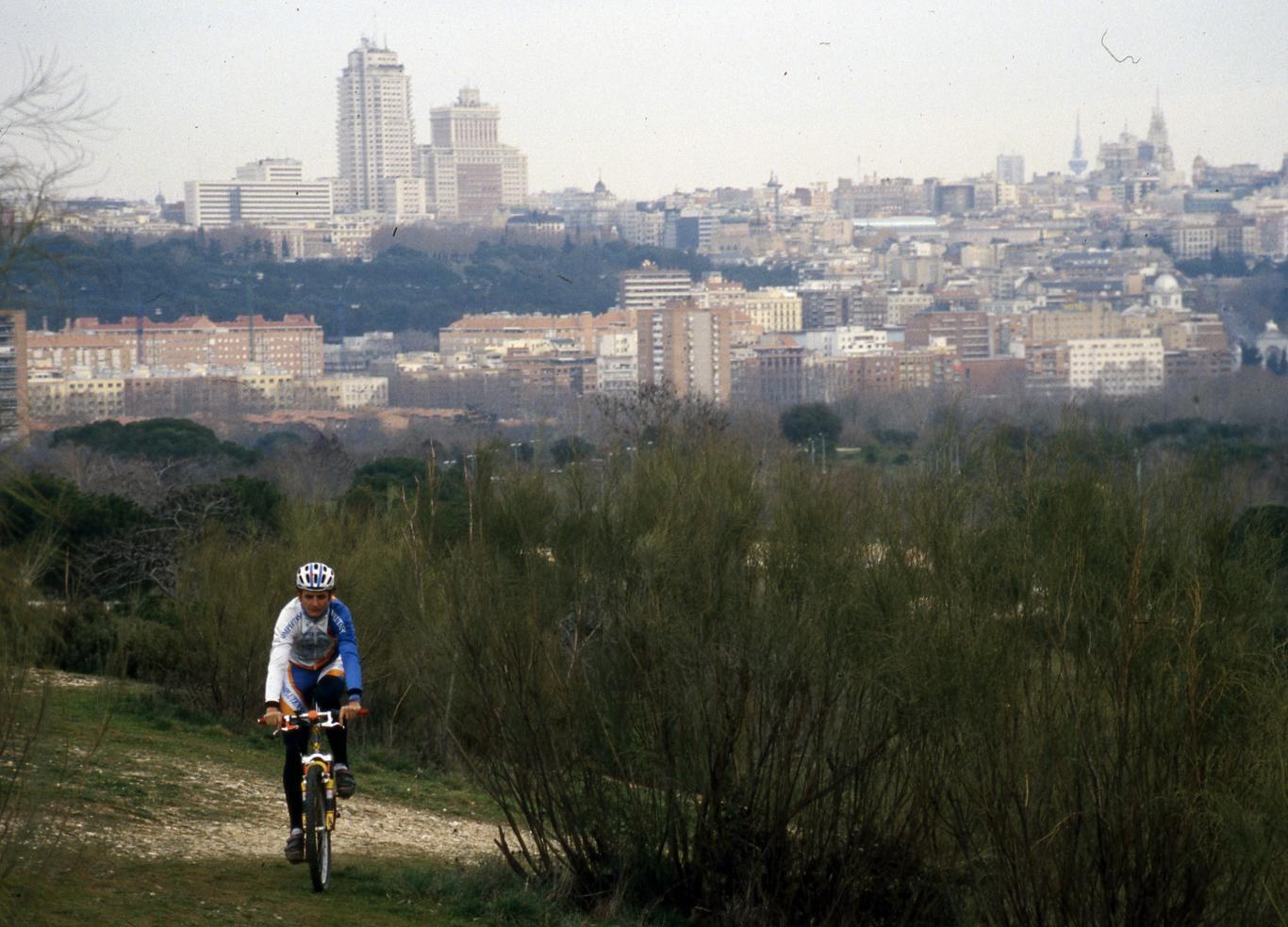 Ciclista en la Casa de Campo