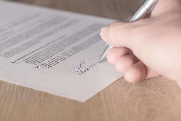 Imagen de la firma de un contrato