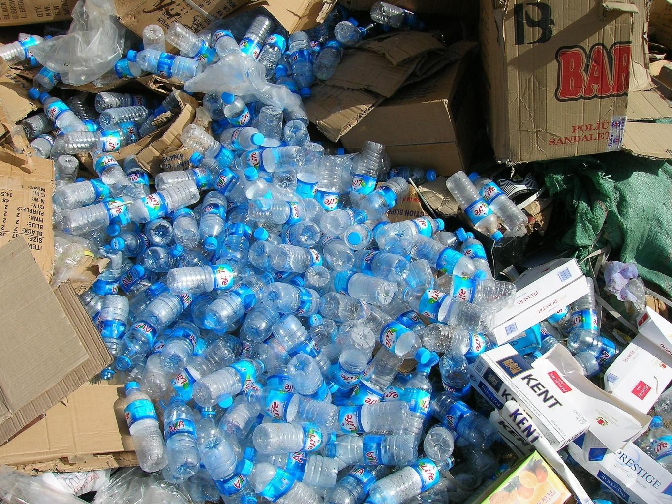 Residuos de envases, botellas de plástico
