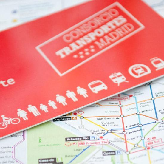 Imagen de una Tarjeta Transporte Público sobre plano de Metro
