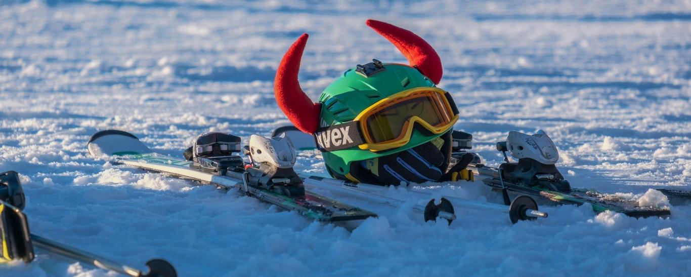 Cascos y gafas de esquí