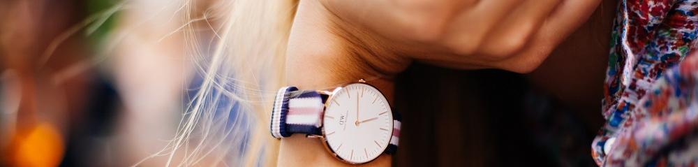 Mano con reloj