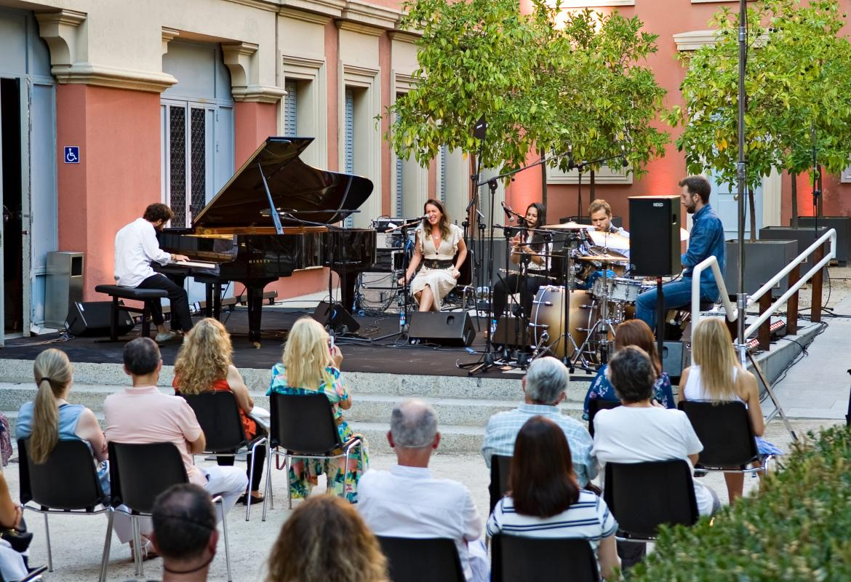 Imagen desde el público del concierto en el Palacio Parque Florido