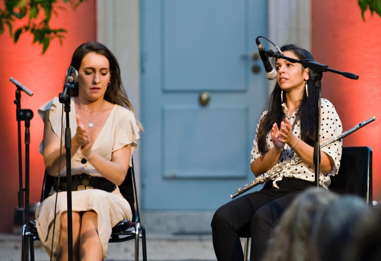 Imagen de Belén Vega y Marta Mansilla en el concierto en el Palacio Parque Florido