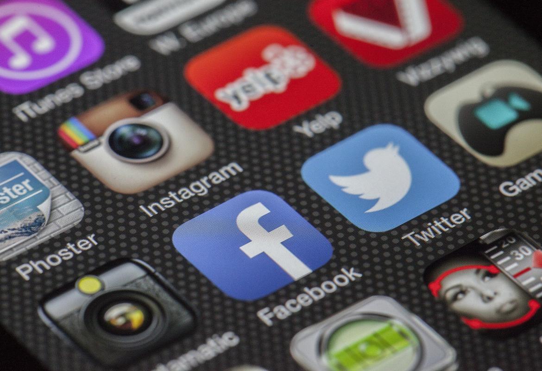 Pantalla de un teléfono móvil con varias Apps