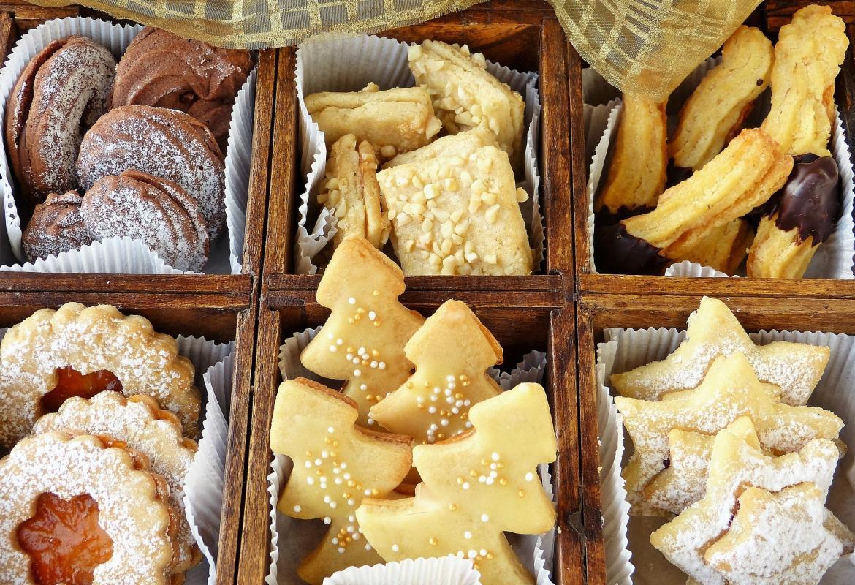 Caja con diversos tipos de galletas