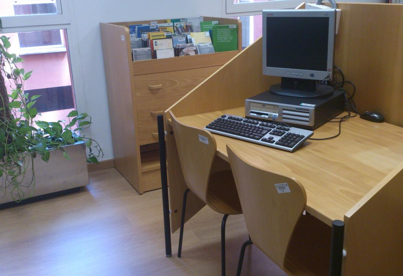 Sala de audiovisuales y expositor de Cd-rom