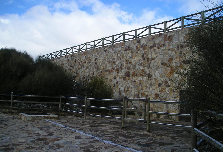 Escaleras de acceso a la laguna
