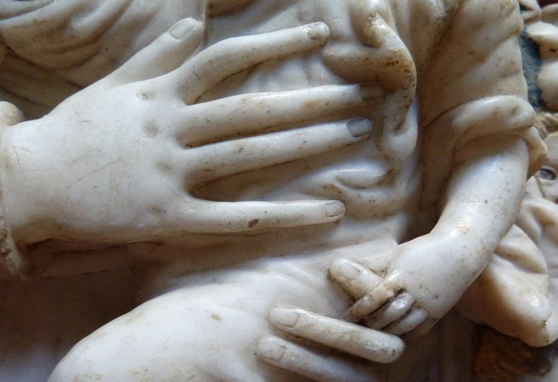"""Relieve en alabastro """"Virgen con el Niño"""" atribuido a Gregorio Pardo"""