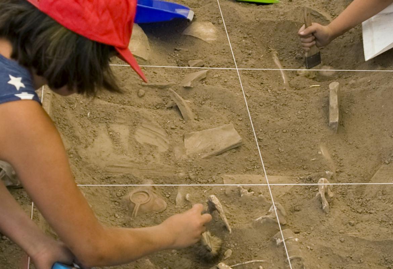 Niña en Arqueólogos por un día en Complutum