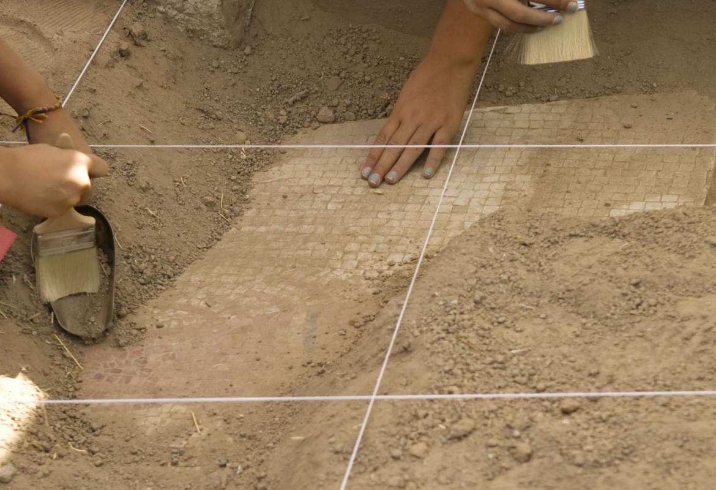 Niñas y niños en Arqueólogos por un día