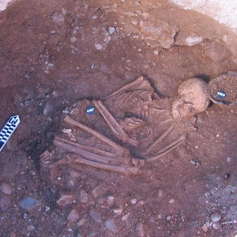 Imagen de inhumación covacha campaniforme