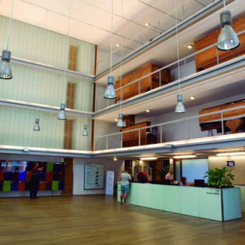 Vestíbulo taquillas Biblioteca Regional