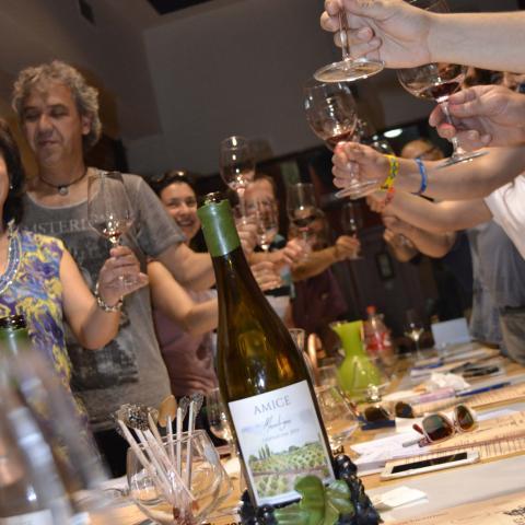 Alumnos de un curso de cata de vinos